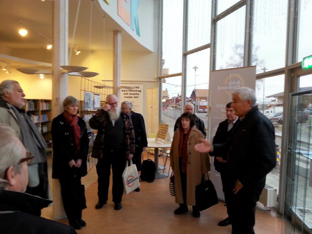 Styrelsen samlad på Gnesta bibliotek. Foto A Bergsland.