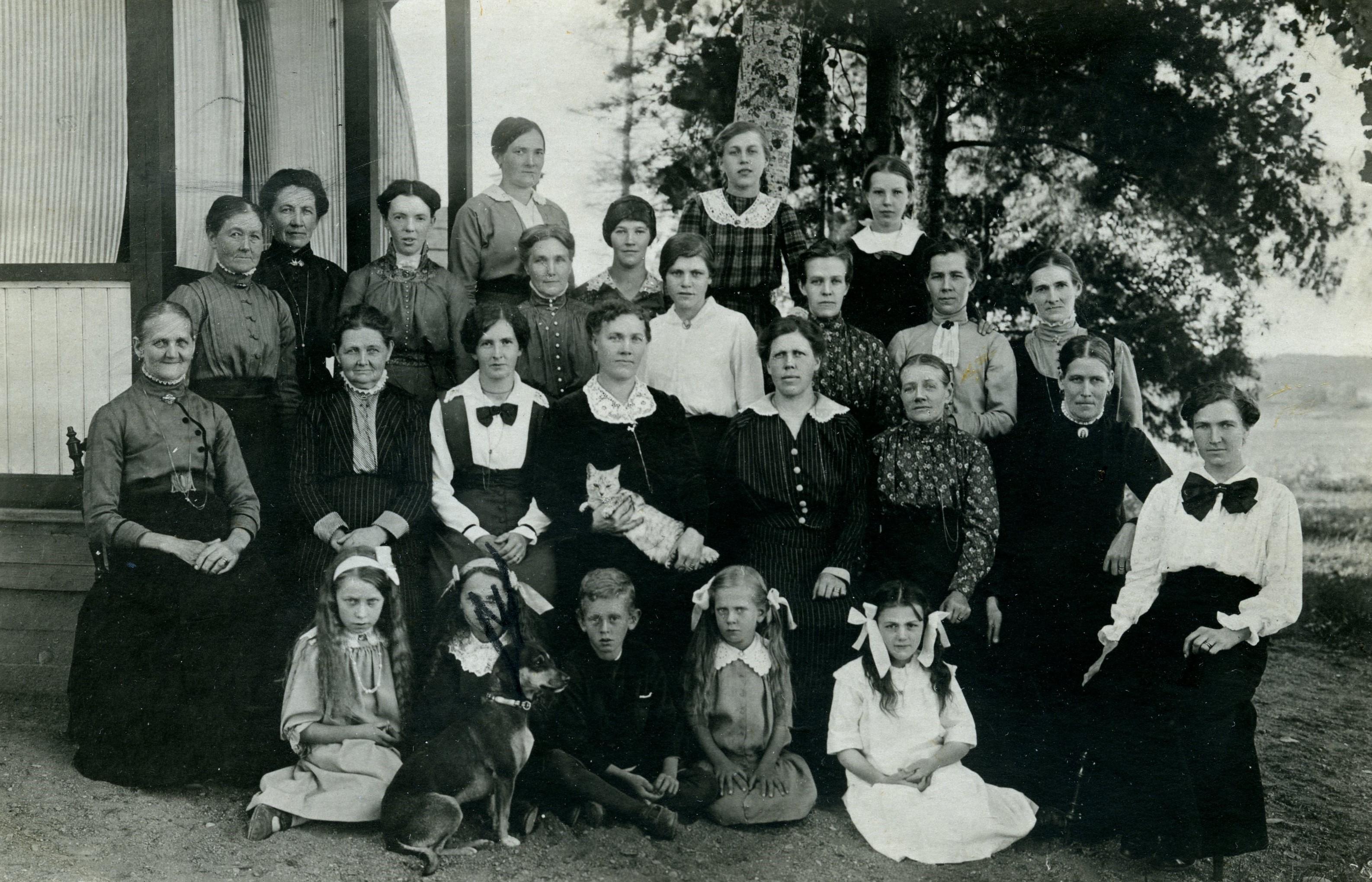 Kooperativa kvinnogillet i Kantorp samlade 1918. Foto: okänd. Eskilstuna kooperativa kvinnogilles arkiv, Arkiv Sörmland