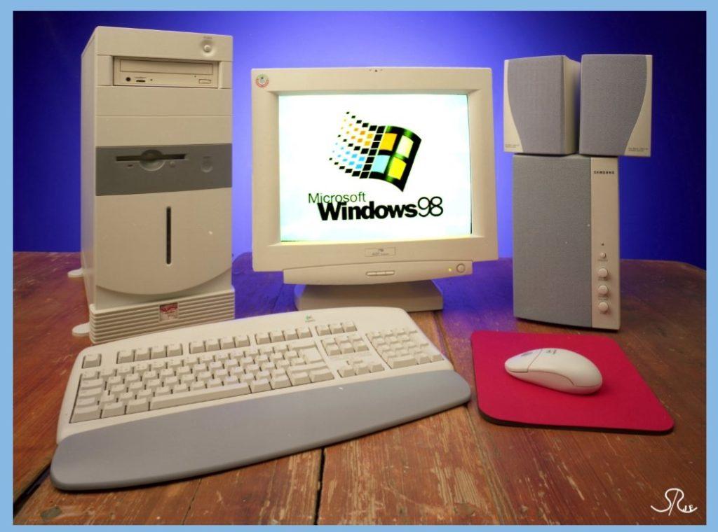 Äldre dator 1999. Foto: Studio Roland