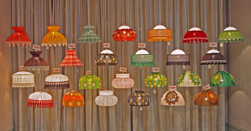 Lampor till försäljning hos Lorentzons armatur 1972. Foto; Studio Roland/Arkiv Sörmland